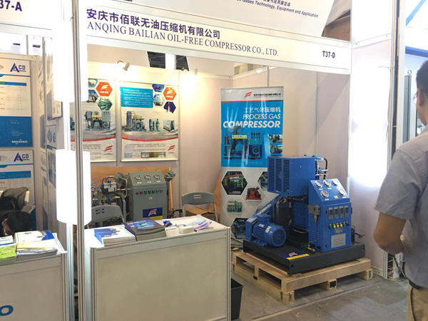 Welcome customer visit Bailian compressor IG China Fair booth